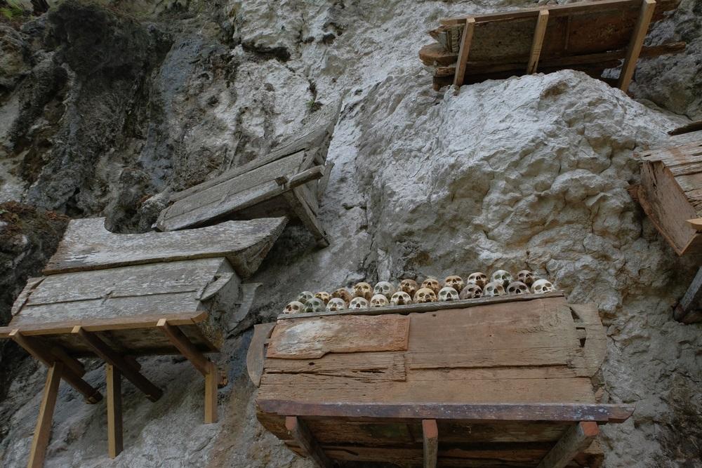 Toraja sírok Indonéziában