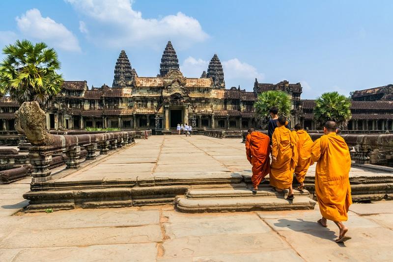 Angkor Wat és buddhista szerzetesek