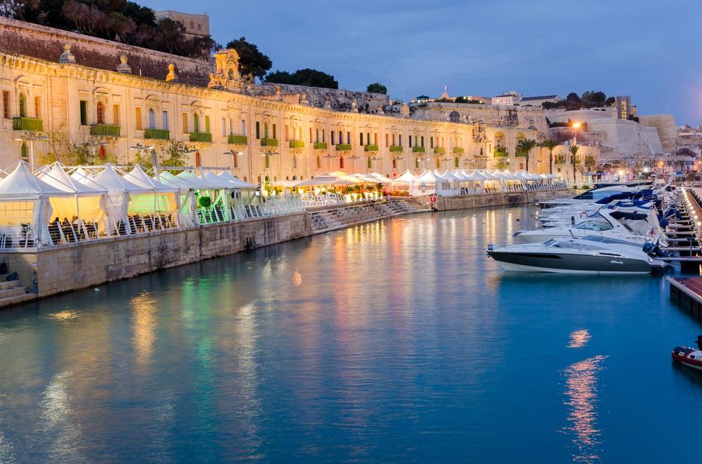 Vízparti sétány Valletta Waterfront Málta látnivalók és nevezetességek