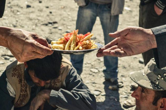 Alapvető élelem az Ishkashim határ piacon